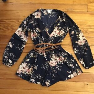 A'Gaci Long Sleeve Floral Romper - Small